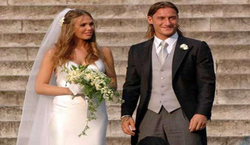 Anniversario Matrimonio Totti.Un Amore Da 10 Totti E Ilary Di Nuovo Sposi Interris It