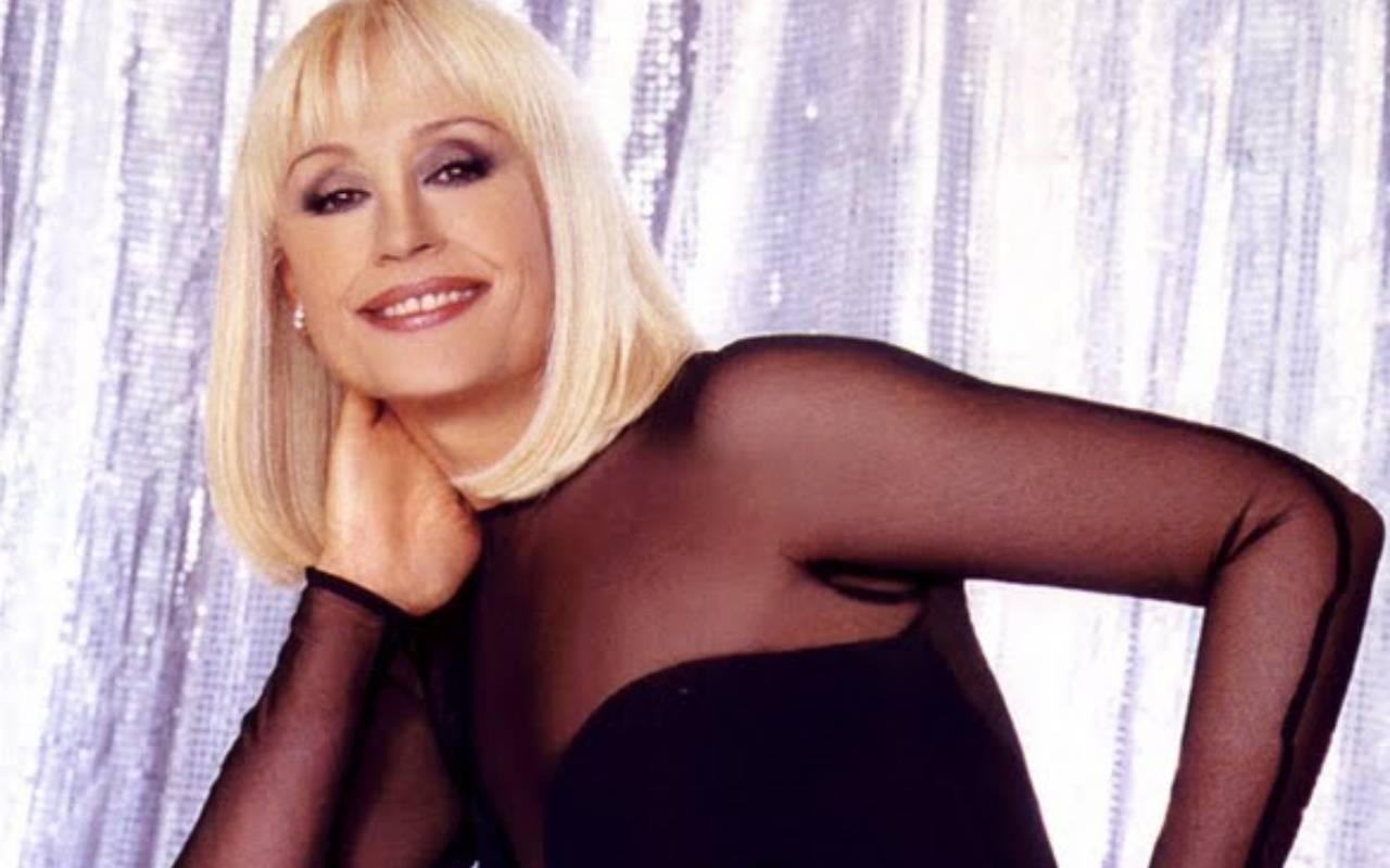 Buon compleanno a Raffaella Carrà, 77 anni che hanno fatto rumore