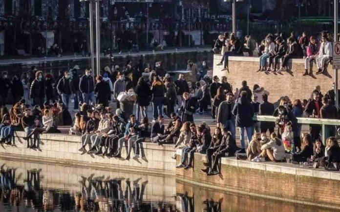 Milano assembramenti Covid