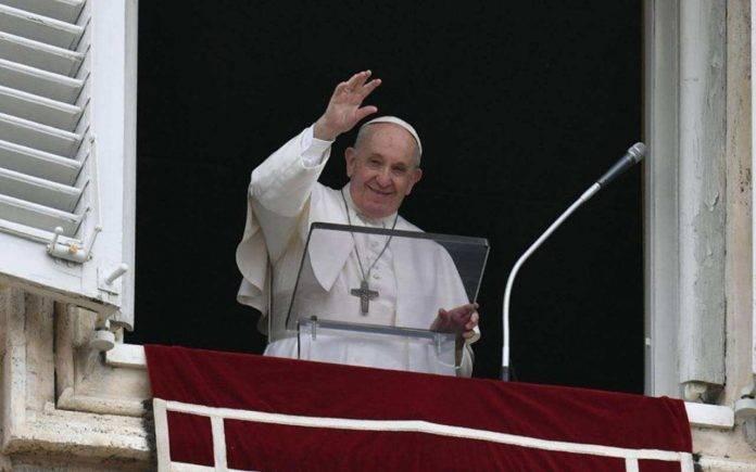 Papa Francesco Angelus rifugiati